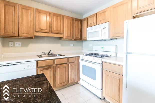 Studio 1 Bathroom Apartment for rent at Columbus And Wacker in Chicago, IL