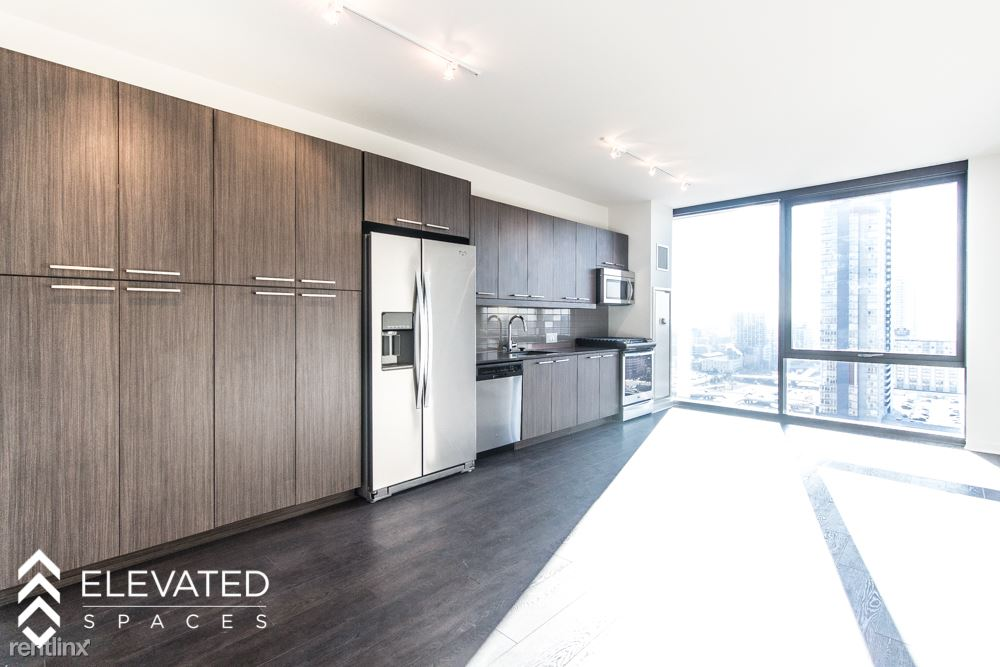 Studio 1 Bathroom Apartment for rent at Halsted And Randolph in Chicago, IL