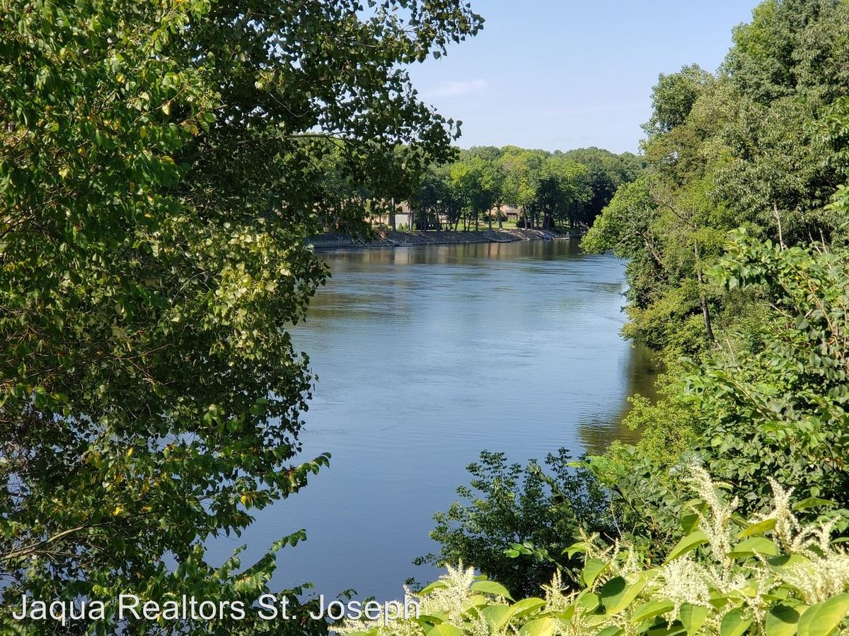 2 Bedrooms 1 Bathroom Apartment for rent at 2026 Old Us Hwy 31 in Niles, MI