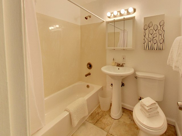 2 Bedrooms 1 Bathroom Apartment for rent at The Creekside At 1460 in Pleasant Hill, CA