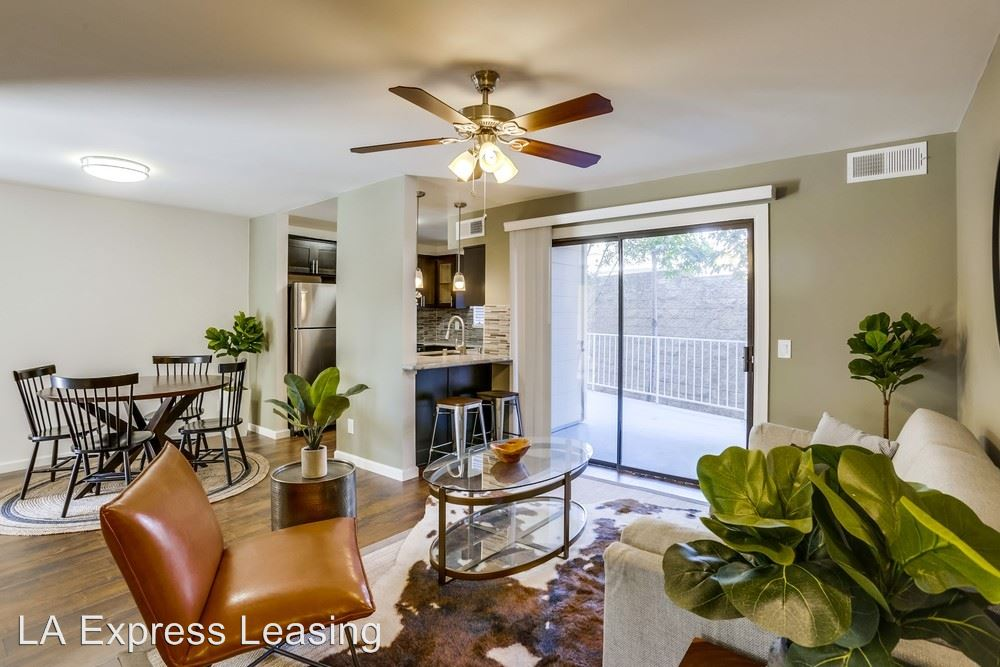 3 Bedrooms 2 Bathrooms Apartment for rent at 821 N Austin Ave in Inglewood, CA