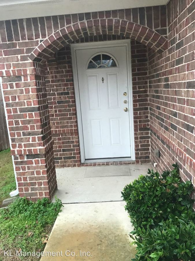 3 Bedrooms 2 Bathrooms Apartment for rent at Yucca St in Midlothian, TX