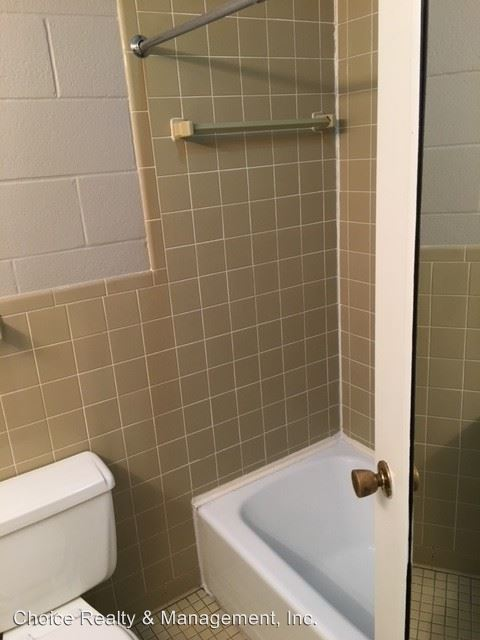 1 Bedroom 1 Bathroom Apartment for rent at 305 N Dunn St in Bloomington, IN