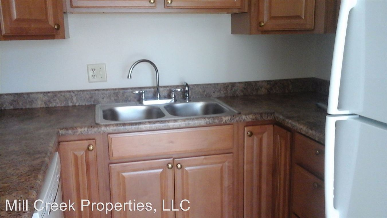 2 Bedrooms 1 Bathroom Apartment for rent at 1405-1413 8th Ave in Dewitt, IA