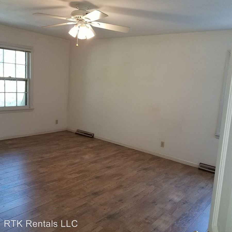 4 Bedrooms 3 Bathrooms Apartment for rent at 9 E. Burnam Rd. in Columbia, MO