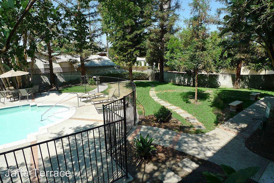 2 Bedrooms 2 Bathrooms Apartment for rent at 10741 Camarillo St. in Toluca Lake, CA