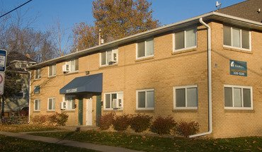 Similar Apartment at 1011 S. Locust