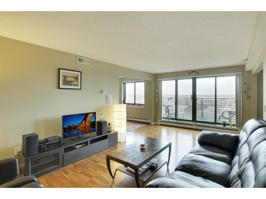 Similar Apartment at 52 Groveland Terrace