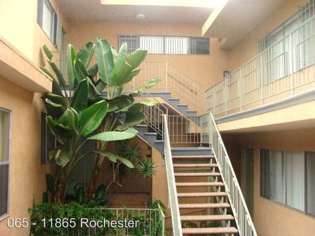 1 Bedroom 1 Bathroom Apartment for rent at 11865 Rochester Ave. in Los Angeles, CA