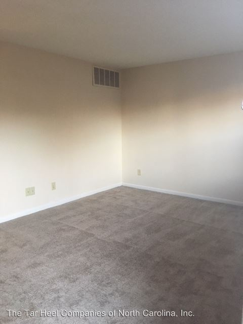 2 Bedrooms 1 Bathroom Apartment for rent at 1510-1528 Crest Rd in Raleigh, NC