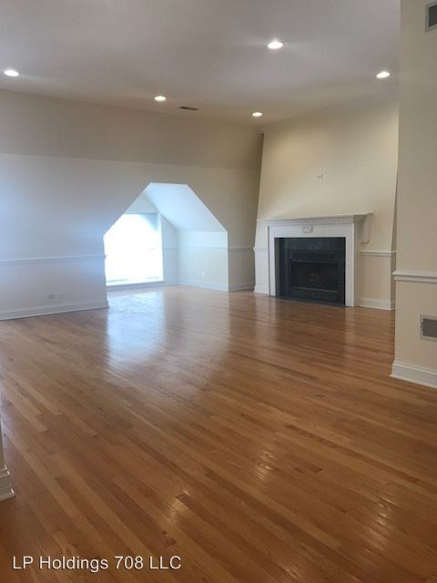 2 Bedrooms 2 Bathrooms Apartment for rent at 708 N. Dearborn in Chicago, IL