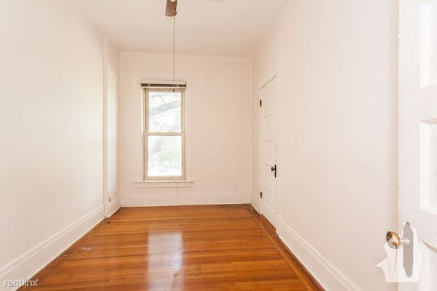 2 Bedrooms 1 Bathroom Apartment for rent at 1535 W Leland Ave in Chicago, IL