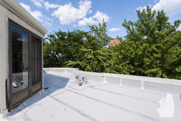3 Bedrooms 2 Bathrooms House for rent at 2342 N Lakewood Ave in Chicago, IL