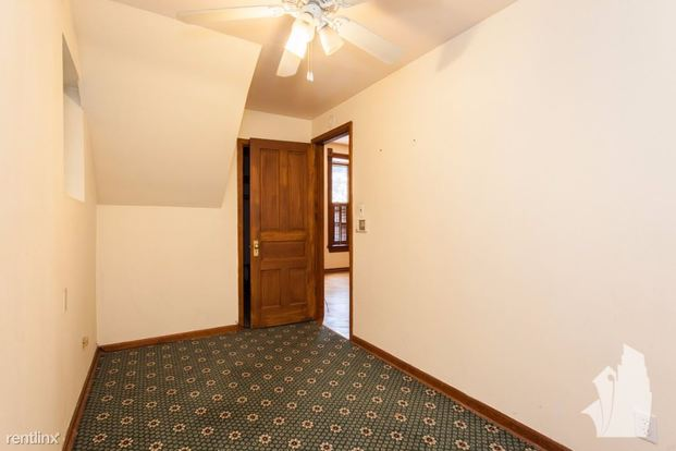 1 Bedroom 1 Bathroom Apartment for rent at 1036 N Honore St in Chicago, IL