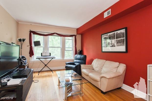 2 Bedrooms 1 Bathroom Apartment for rent at 3630 N Bosworth Ave in Chicago, IL