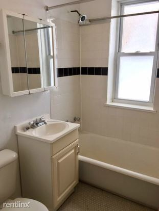 Studio 1 Bathroom Apartment for rent at 2827 N Burling St in Chicago, IL