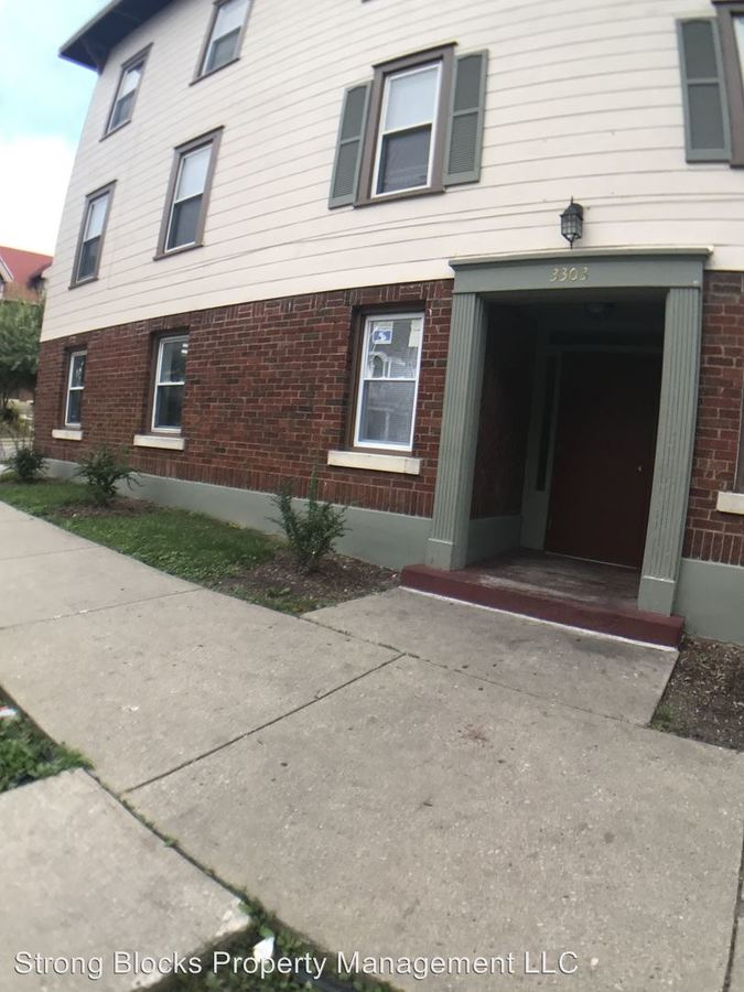 2 Bedrooms 1 Bathroom Apartment for rent at 3303-11 W Juneau Ave in Milwaukee, WI