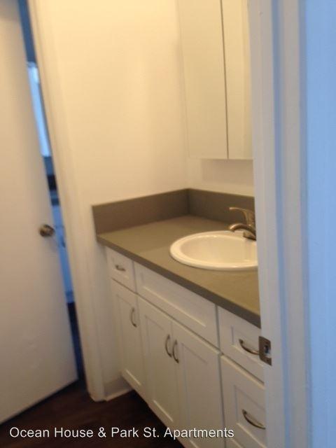 2 Bedrooms 1 Bathroom Apartment for rent at Ocean House 24065 Ocean Ave. in Torrance, CA