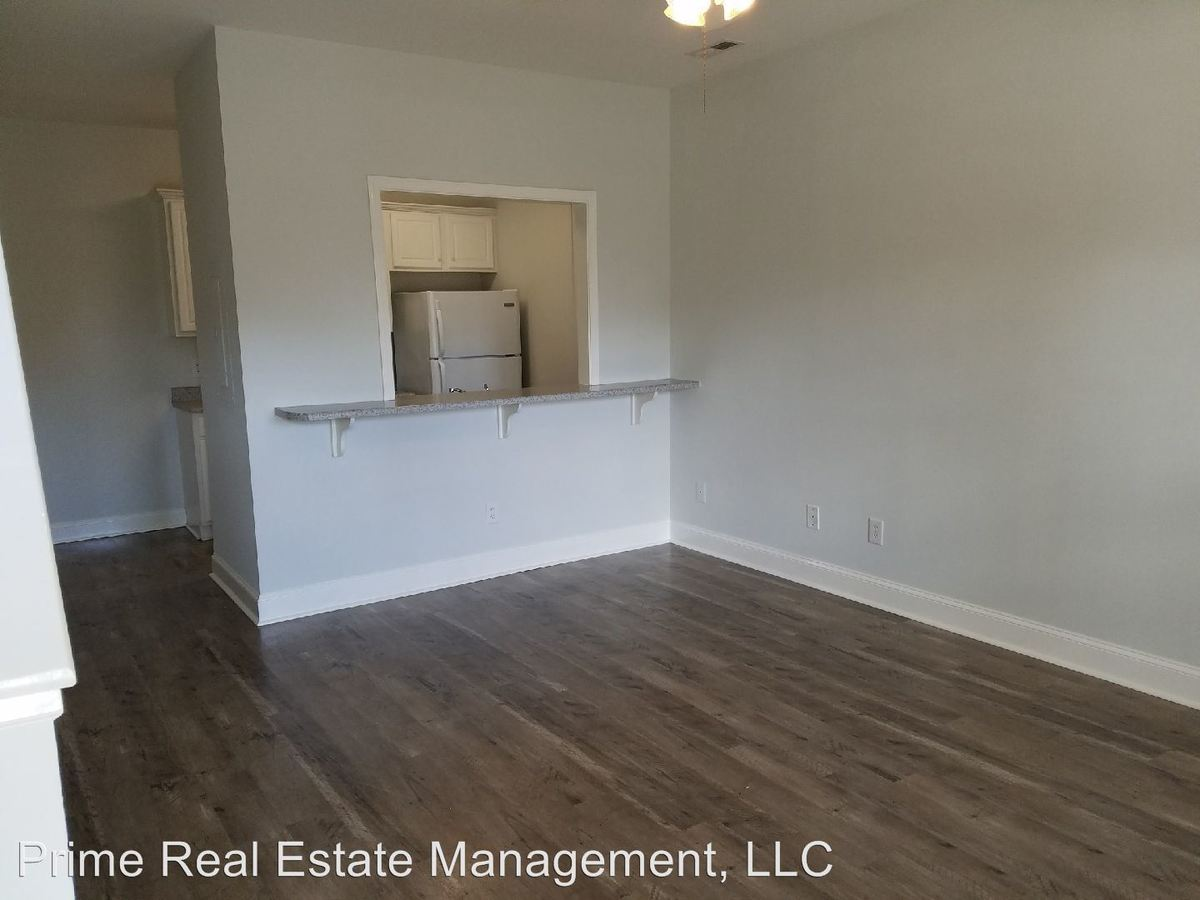 3 Bedrooms 2 Bathrooms Apartment for rent at 4505 Prior Drive in Wilmington, NC