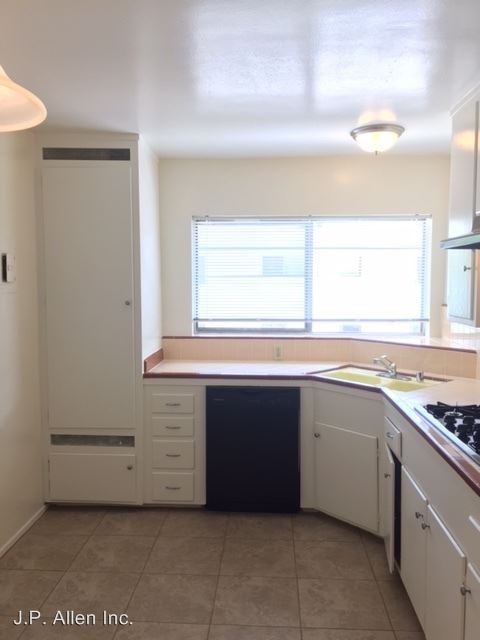2 Bedrooms 1 Bathroom Apartment for rent at 460 W. Doran St. in Glendale, CA