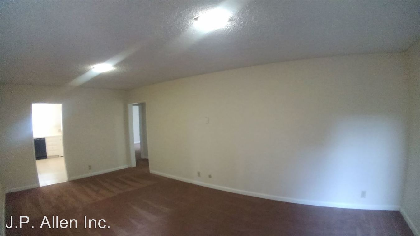 2 Bedrooms 1 Bathroom Apartment for rent at 450 W. Doran St. in Glendale, CA