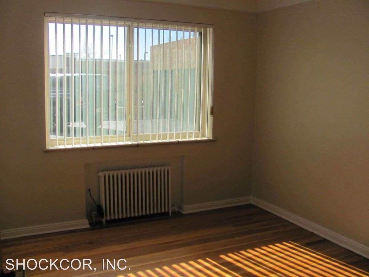 2 Bedrooms 1 Bathroom Apartment for rent at 1531 Leyden Street in Denver, CO