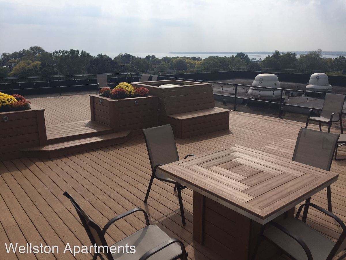 2 Bedrooms 1 Bathroom Apartment for rent at Lake Summit Apartments in Milwaukee, WI