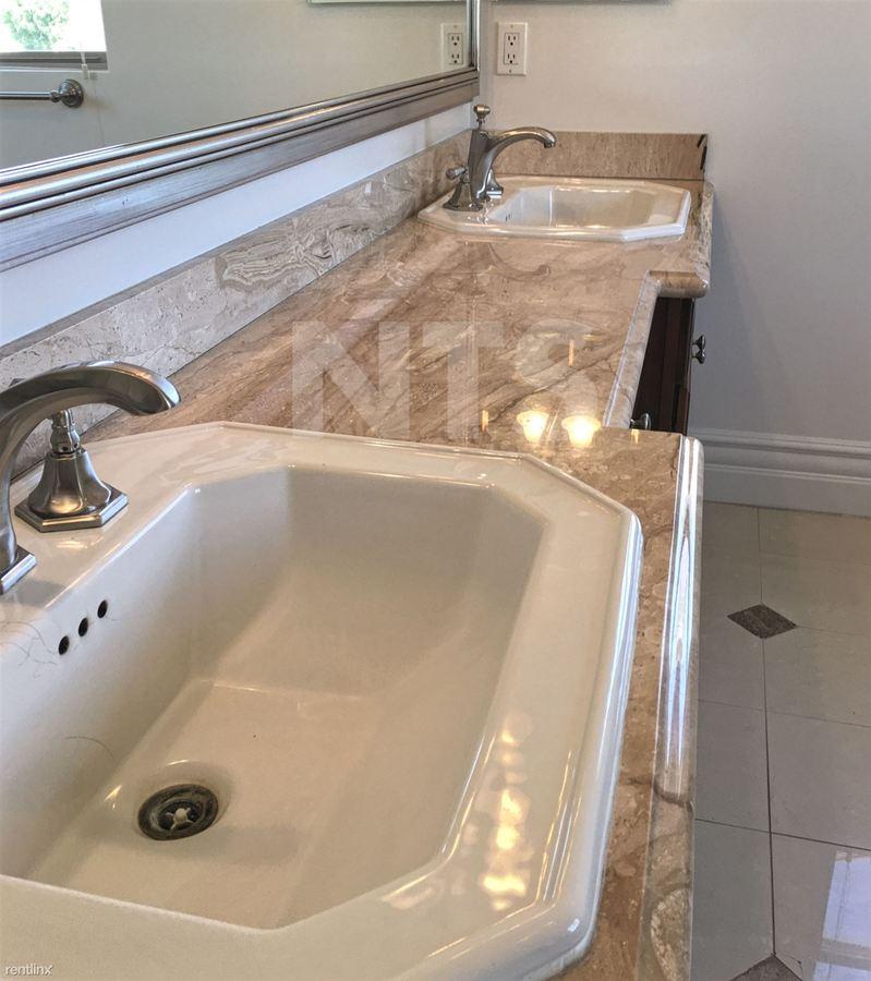 3 Bedrooms 2 Bathrooms House for rent at Verona Villa in Studio City, CA
