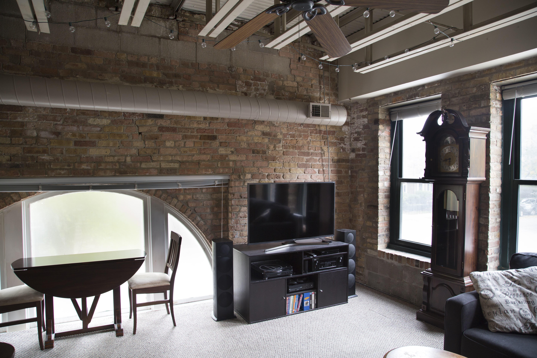 Similar Apartment at 1301 West Fletcher Street