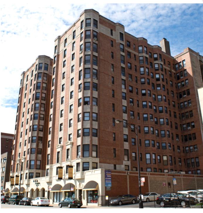Similar Apartment at 5240 North Sheridan Road