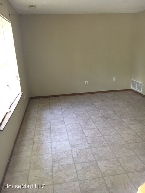 3 Bedrooms 2 Bathrooms Apartment for rent at 1700 Amelia St in Columbia, MO