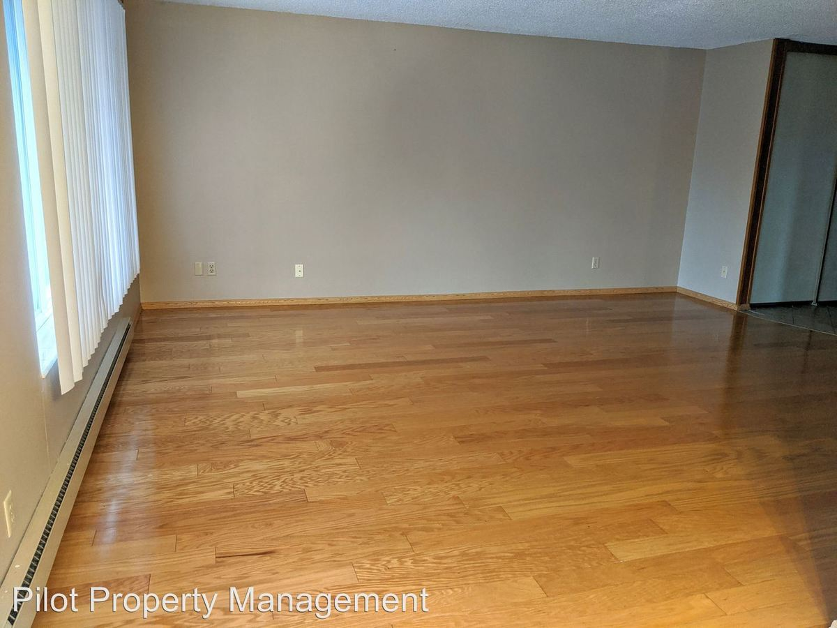 2 Bedrooms 1 Bathroom Apartment for rent at 18524 Linden Ave N in Shoreline, WA