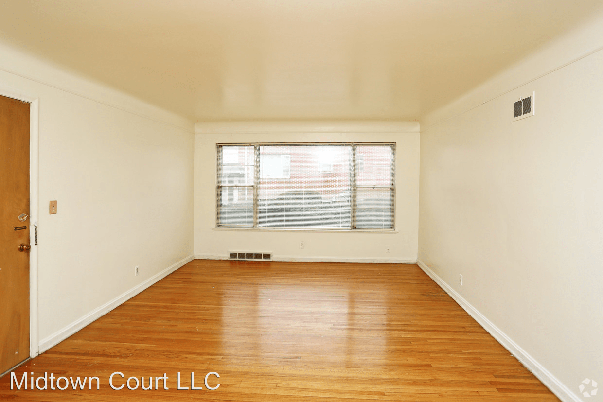 2 Bedrooms 1 Bathroom Apartment for rent at 508 S 35th Avenue #4 in Omaha, NE