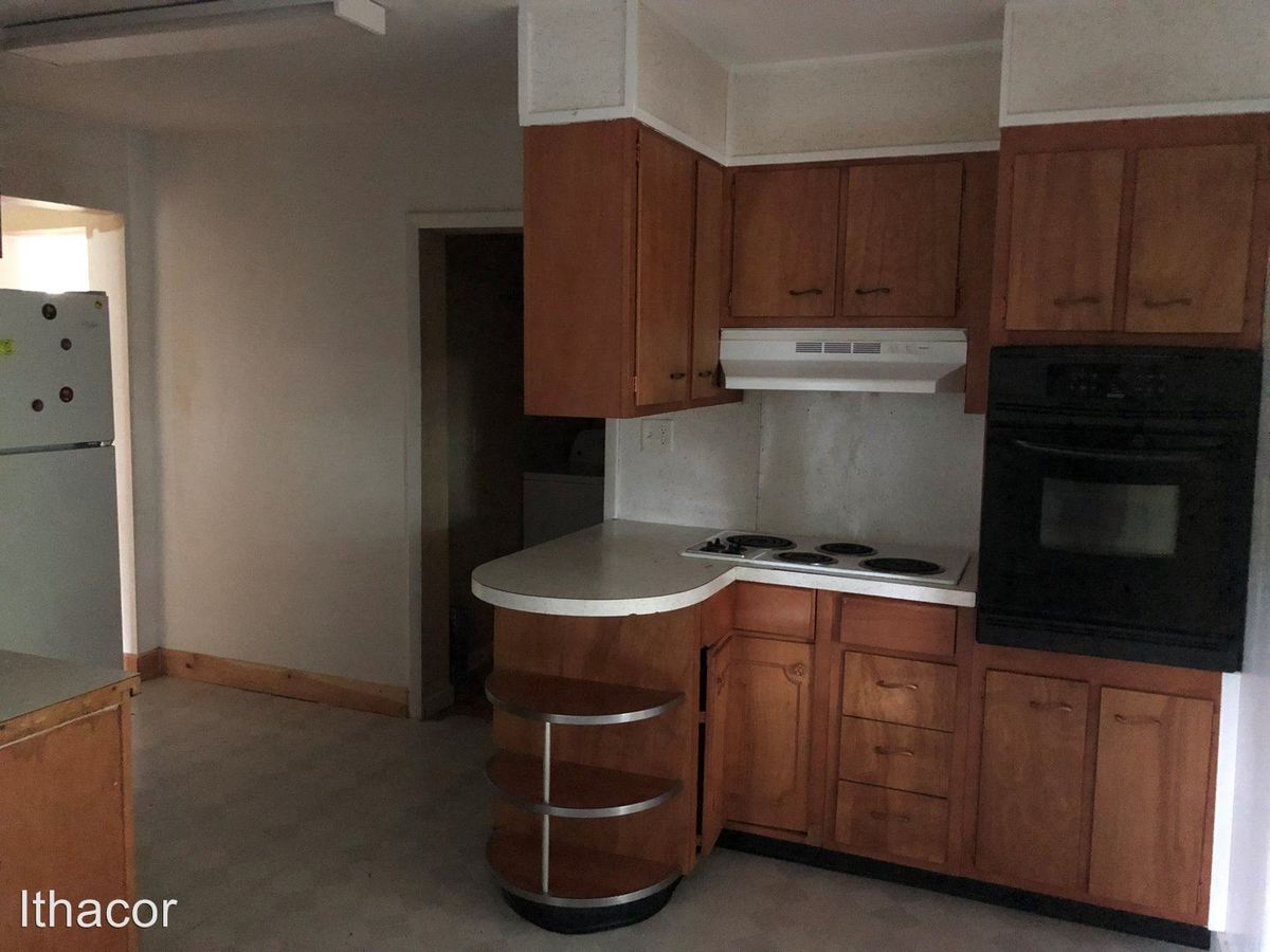 3 Bedrooms 1 Bathroom Apartment for rent at 13-15 James St in Cortland, NY