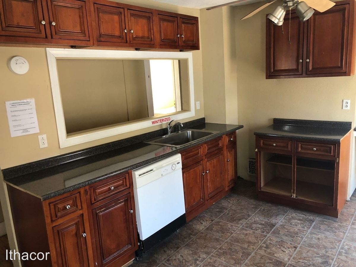 5 Bedrooms 1 Bathroom Apartment for rent at 33 Clayton Ave in Cortland, NY