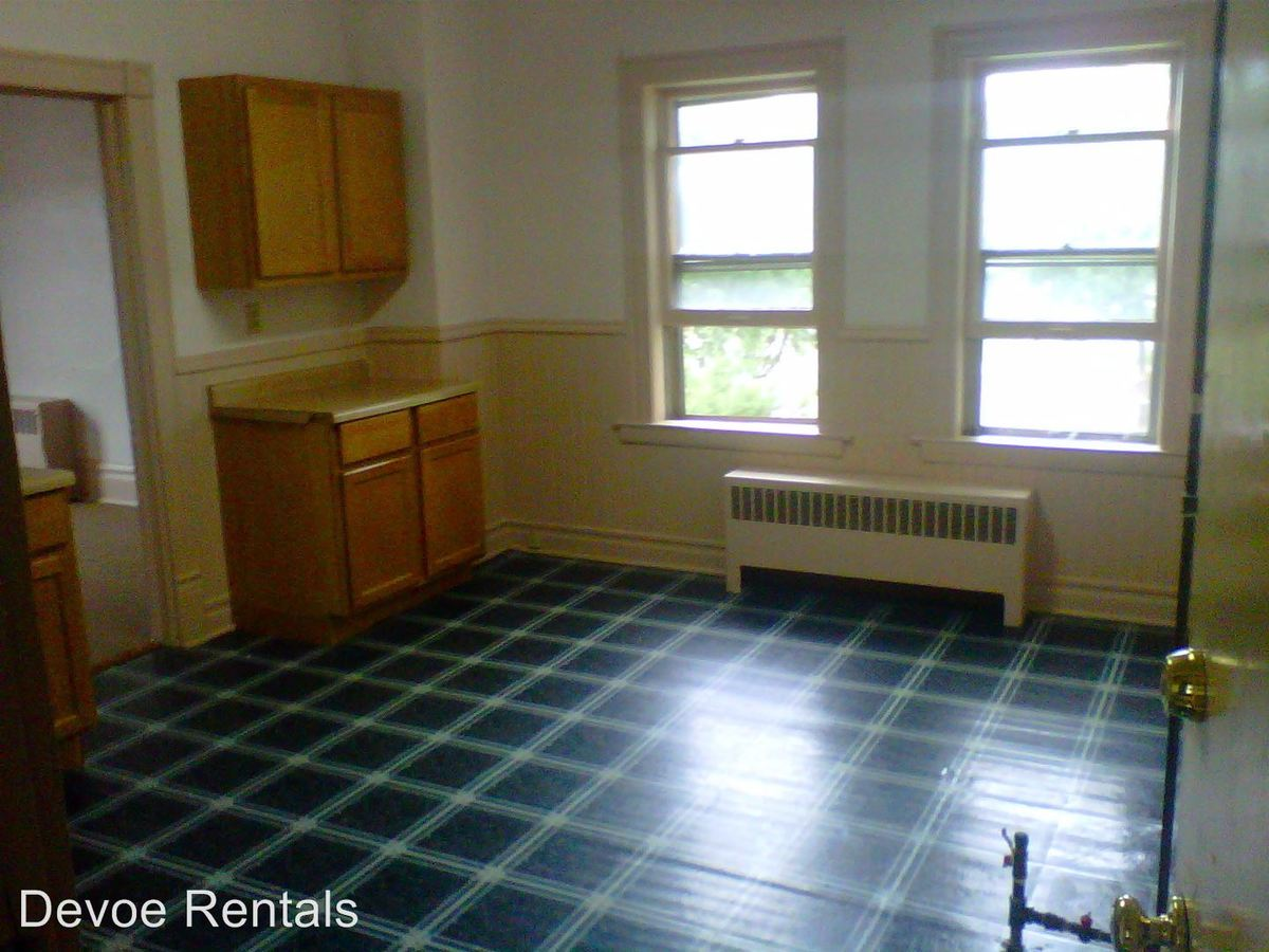 2 Bedrooms 2 Bathrooms Apartment for rent at 3765 E. Barnard Ave. in Cudahy, WI