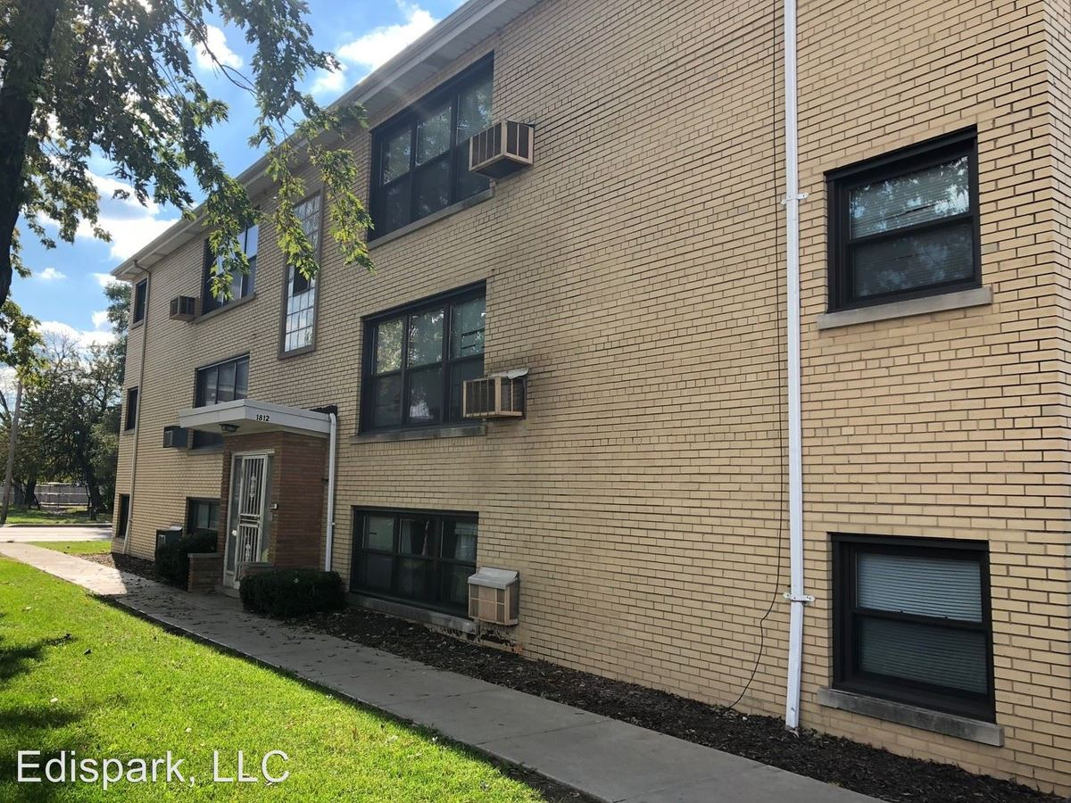 1 Bedroom 1 Bathroom Apartment for rent at 1812 W. 127th St in Calumet Park, IL