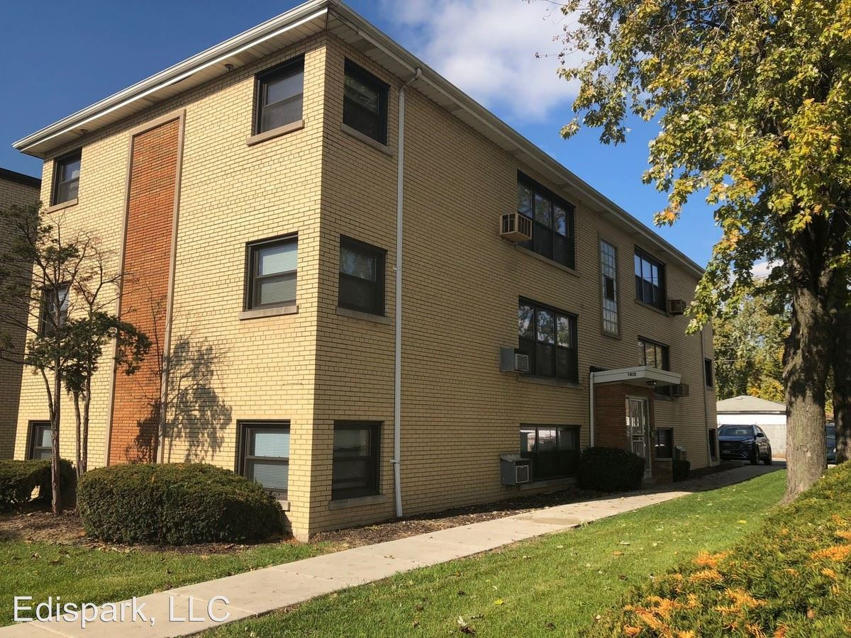 2 Bedrooms 1 Bathroom Apartment for rent at 1812 W. 127th St in Calumet Park, IL