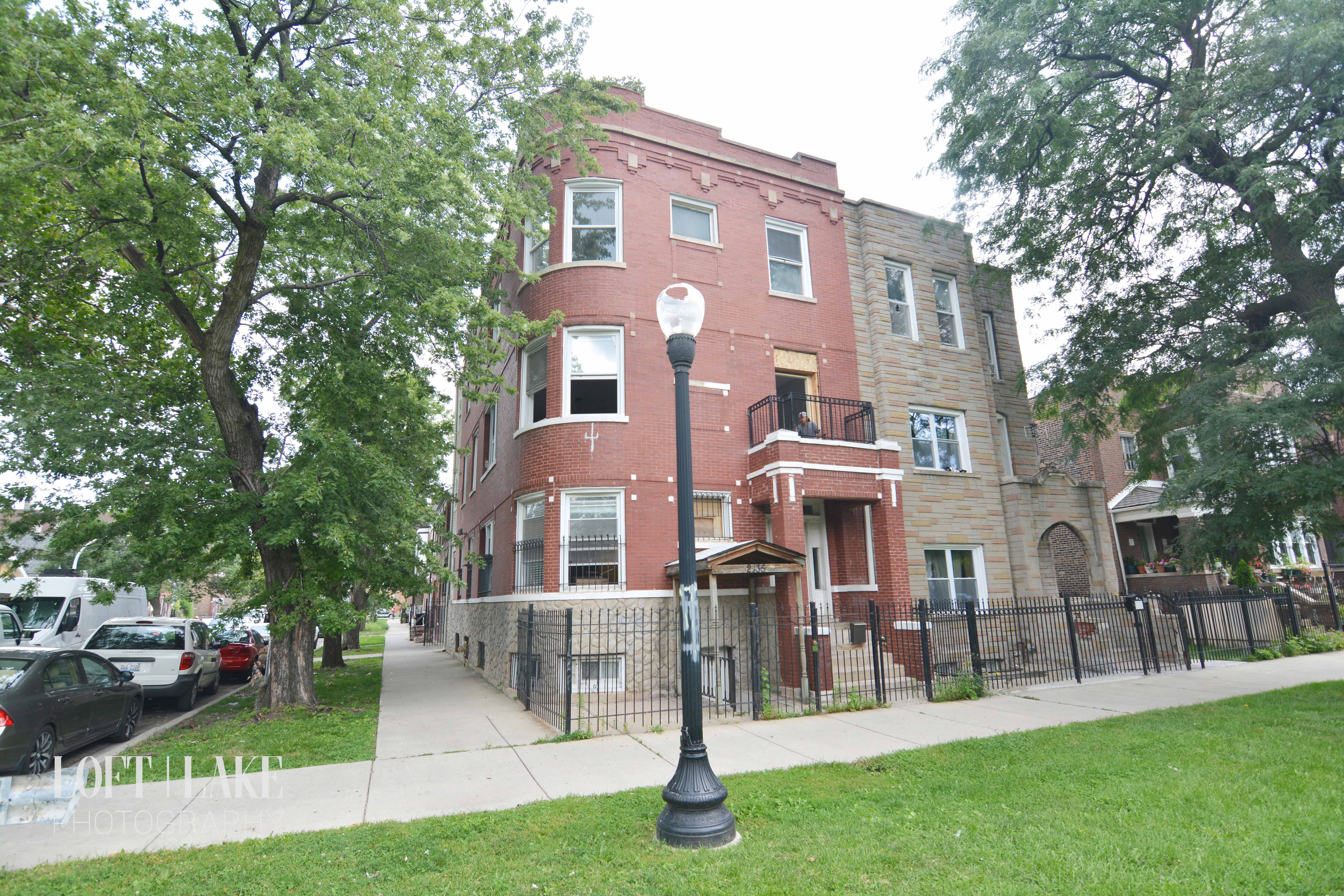 Apartments Near IIT 2435 South California Boulevard for Illinois Institute of Technology Students in Chicago, IL