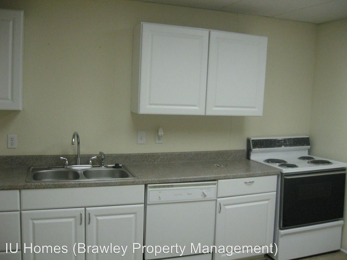 4 Bedrooms 3 Bathrooms Apartment for rent at 415 E. 10th St. in Bloomington, IN