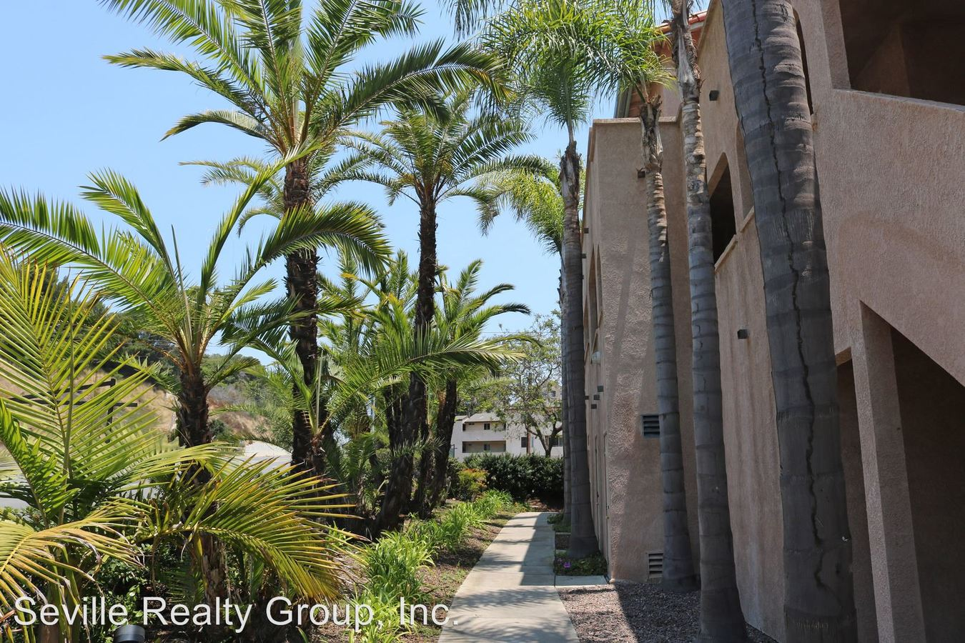 4 Bedrooms 3 Bathrooms Apartment for rent at 1304-48 Brunner Street in San Diego, CA