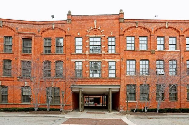 1 Bedroom 1 Bathroom Apartment for rent at River Place Apartments in Detroit, MI