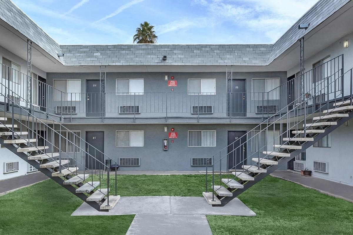 Hampton Court Apartments Las Vegas Nv