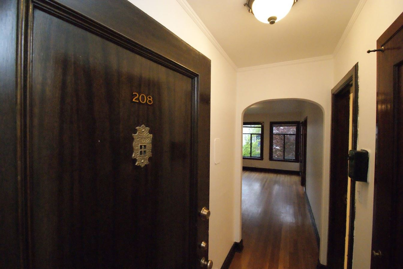 1 Bedroom 1 Bathroom Apartment for rent at 105 Harvard Ave E in Seattle, WA