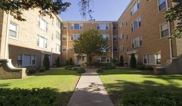 4615-4625 Davis Street Apartment for rent in Skokie, IL