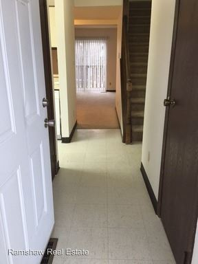 3 Bedrooms 2 Bathrooms Apartment for rent at Pomona Dr in Champaign, IL