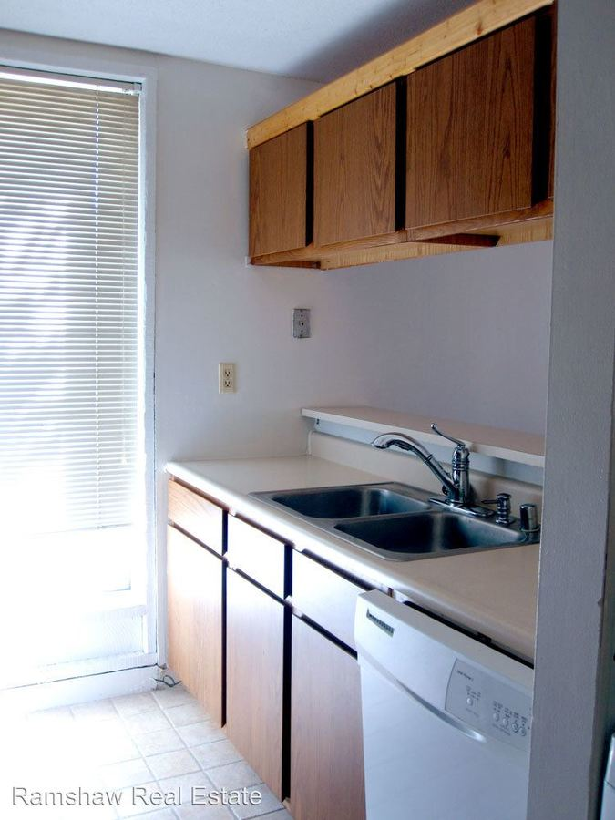 1 Bedroom 1 Bathroom Apartment for rent at 706 S. Locust in Champaign, IL
