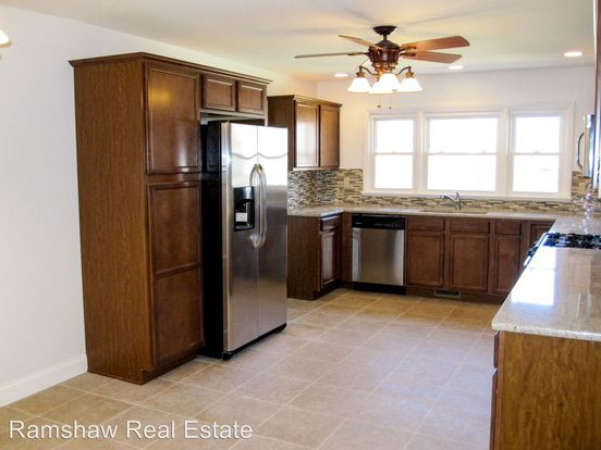 5 Bedrooms 2 Bathrooms Apartment for rent at 1606 W Healey in Champaign, IL