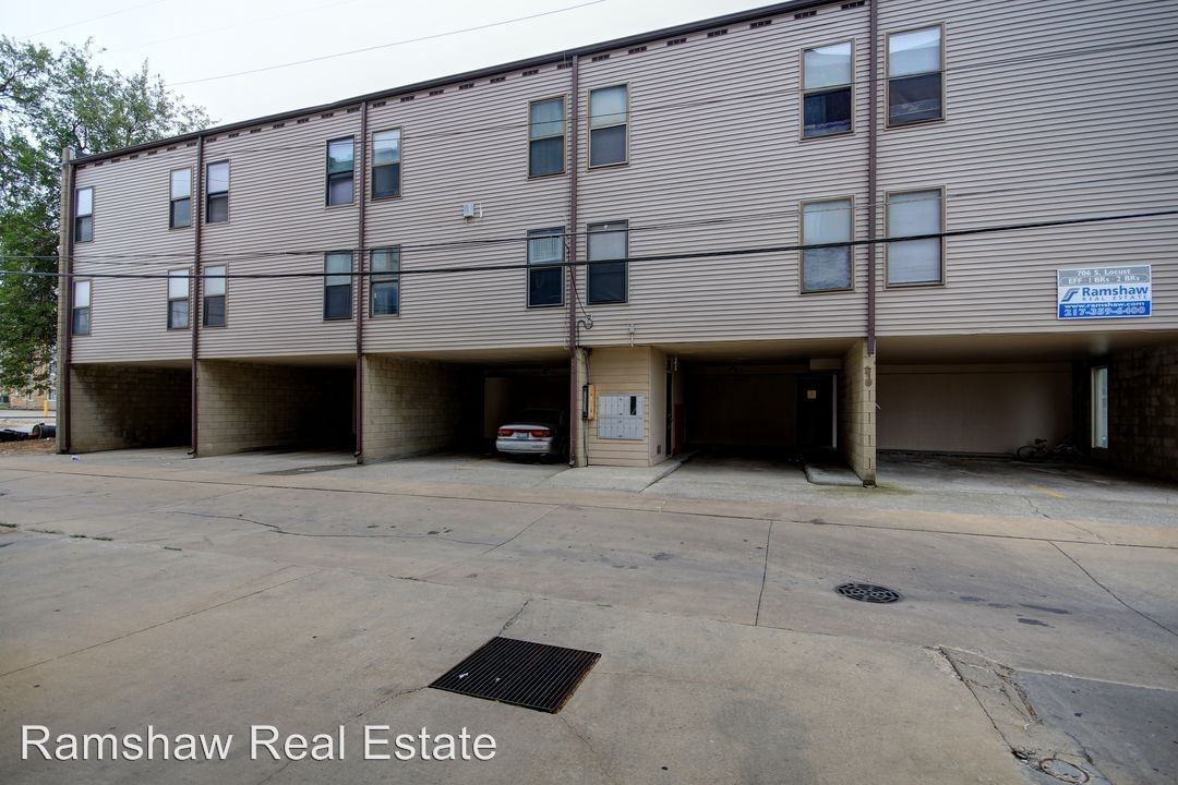 2 Bedrooms 1 Bathroom Apartment for rent at 706 S. Locust in Champaign, IL