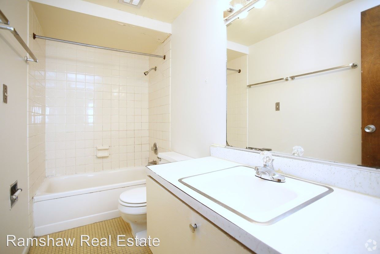 2 Bedrooms 1 Bathroom Apartment for rent at Stoughton Goodwin Apartments in Urbana, IL